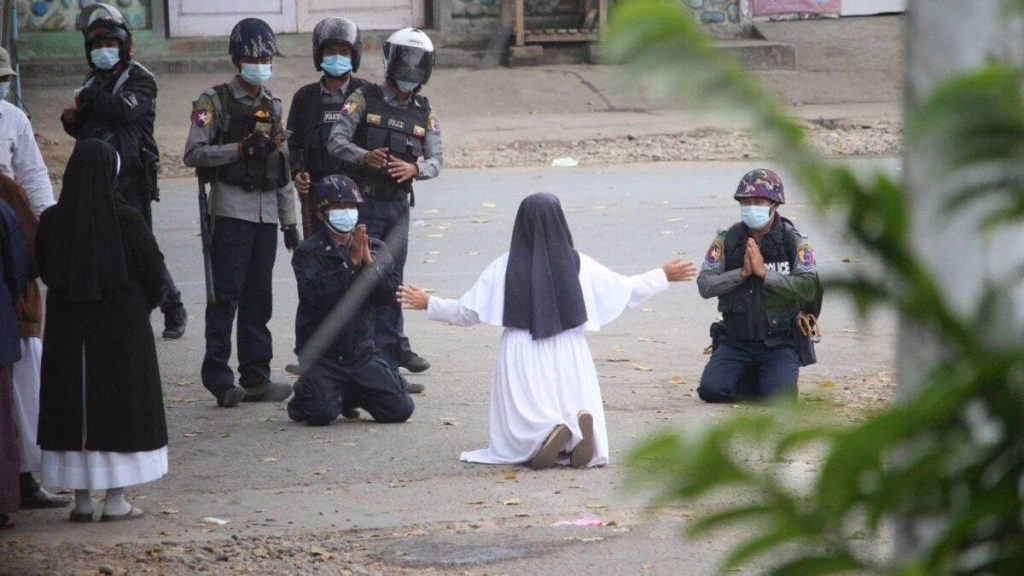 Sister Ann Roza pleaded with police not to harm protesters.