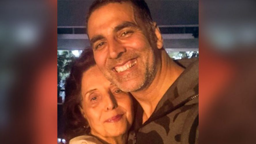 akshay kumar with mother scaled